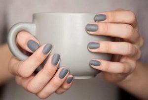 manicura gris
